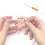 Häkelblume dreiblättrig mit Bullion Stitch