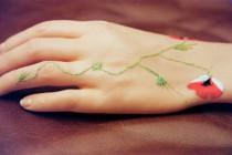 Hände besticken