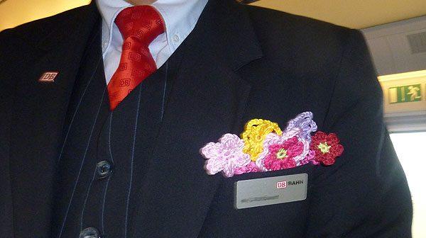 Häkeln: Häkelblumen für die Deutsche Bahn