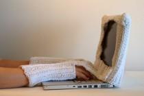 Gestrickt verbunden mit dem Laptop