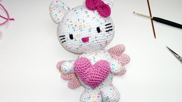 Hello Kitty Engel mit Herz