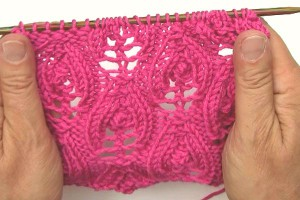 "Lace knitting stitch ""Flaming Hearts"" reversible"