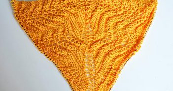 "Knitting Pattern * Triangle Scarf ""The Waves of Sea and Love"""