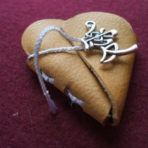 handgebundenes Minibuch in Herzform