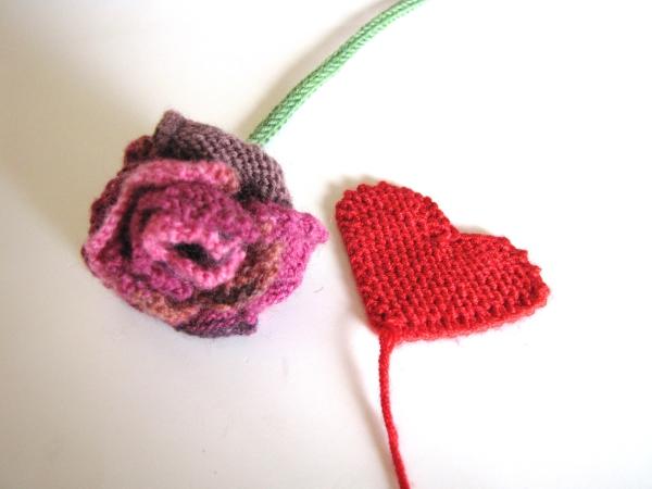 Zum Valentinstag Gestrickte Rose Aus Herzen Von Lila Stricken