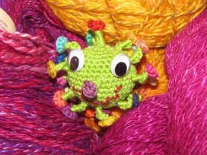 Häkelvirus in Wolle entdeckt