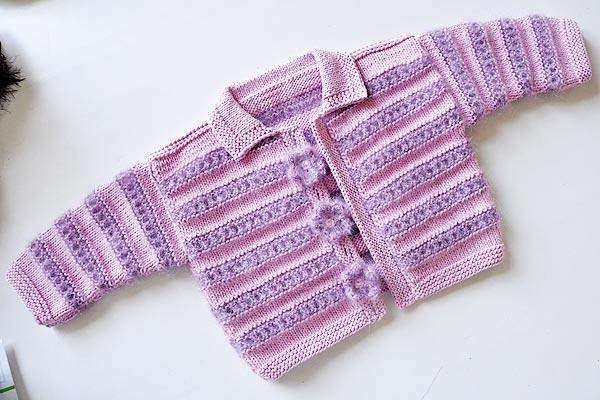 strickanleitung babyjacke rosa lila blumen 1 stricken. Black Bedroom Furniture Sets. Home Design Ideas