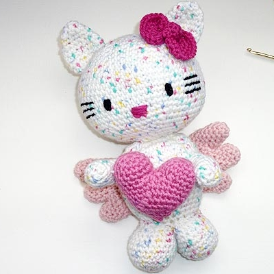 Crochet Amigurumi Hello Kitty [FREE Crochet Pattern] | 400x400
